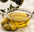 7 Easy Ways To Use Olive Oil for Acne Scars